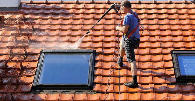 The Complete Guide for Roof Cleaning